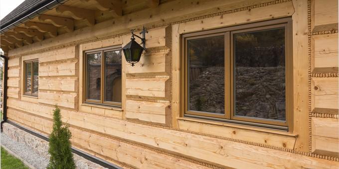Trä fönster och dörr